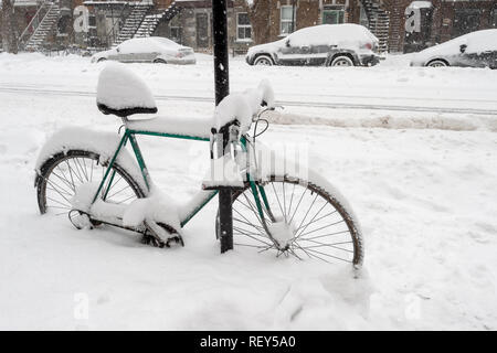 Bike covered with fresh snow in Montreal, Canada (January 2019) - Stock Photo