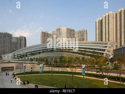 Overall side view late afternoon. West Kowloon Station, Hong Kong, China. Architect: Andrew Bromberg Aedas, 2018. - Stock Photo