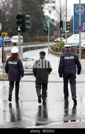 Police conducting traffic awareness training for senior citizens, Mettmann, North Rhine-Westphalia - Stock Photo