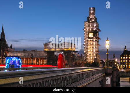 Westminster, London, 23rd Jan 2019. The sun sets and night falls over Big Ben, the Houses of Parliament, Westminster Bridge and the River Thames in Westminster, following a cold and relatively calm day in the capital. Credit: Imageplotter News and Sports/Alamy Live News - Stock Photo