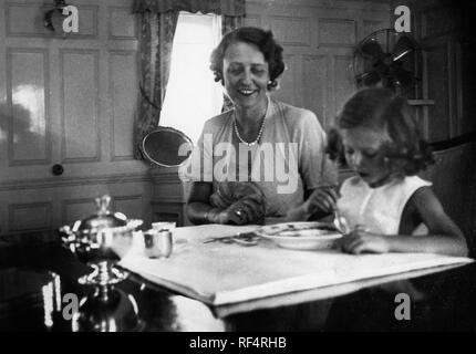 elettra marconi and mum, 1936 Stock Photo