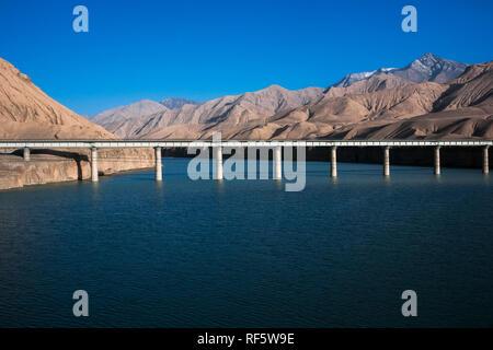 Railway tracks of Qinghai-Tibet railway, Tibet Autonomous Region, China - Stock Photo