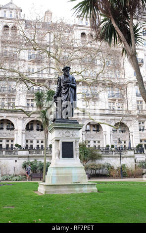 William Tyndale statue in Whitehall Gardens London UK . Tyndale translated the Bible NewTestament into English from Greek  Photograph taken by Simon D - Stock Photo