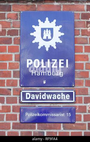 Shield Police Station Davidwache, Police Commissariat 15, Reeperbahn, Hanseatic City of Hamburg, Germany I Schild Polizeistation Davidwache, Polizeiko - Stock Photo