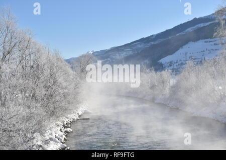 Pinzgau, Salzach, Salzburg, Österreich, Winter, Schnee, Eis, vereist, Loipe, Langlaufen, Niedernsill, Lengdorf, Fluss, Nebel, Nebelschwaden, Dunst, - Stock Photo