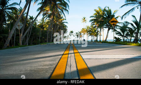 Low angle view of double yellow lines in the centre of coastal highway. San Andrés, Colombia. Oct 2018 - Stock Photo