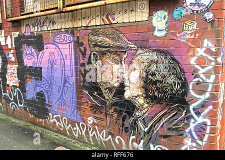 Two old people kissing, art work, Newton St, Northern Quarter, Manchester, M1, England, UK - Stock Photo