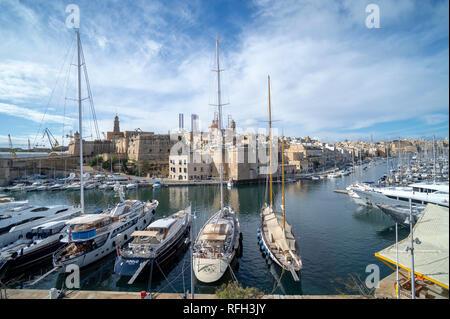 luxury yachts moored in the harbour at Vittoriosa, Birgu, Valletta, Malta. - Stock Photo