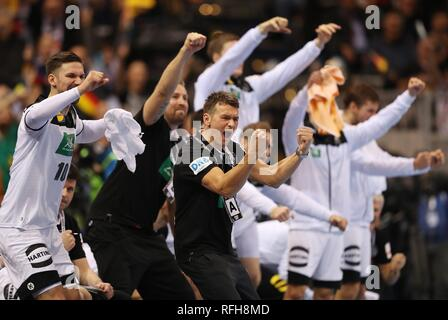 Hamburg, Deutschland. 25th Jan, 2019. firo: 25.01.2019, Handball: World Cup World Cup Semifinals Semi Final Germany - Norway gesture, Christian Prokop, jubilation | usage worldwide Credit: dpa/Alamy Live News - Stock Photo