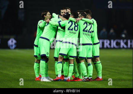 Berlin, Germany. 25th Jan, 2019. Schalke 04's players celebrate during a German Bundesliga match between Hertha BSC and FC Schalke 04, in Berlin, Germany, on Jan. 25, 2019. The match ended 2-2. Credit: Shan Yuqi/Xinhua/Alamy Live News - Stock Photo