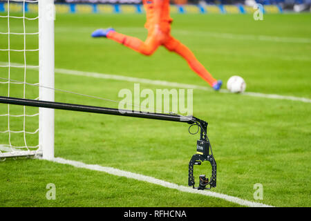 Berlin, Germant. 25th January 2019. Kameramann, TV, Kamera, Cam, TV-Kamera, Arbeit, Job, Beruf, Symbol, Illustration, Feature, goalkeeper, Abschlag HERTHA BSC BERLIN - FC SCHALKE 04 2-2  - DFL REGULATIONS PROHIBIT ANY USE OF PHOTOGRAPHS as IMAGE SEQUENCES and/or QUASI-VIDEO -  1.German Soccer League in Berlin, Germany, January 25, 2019  Season 2018/2019, matchday 19,  © Peter Schatz / Alamy Live News - Stock Photo