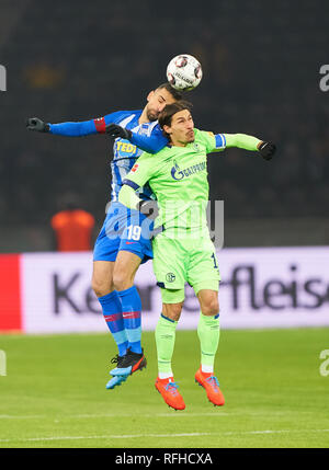 Berlin, Germant. 25th January 2019. Vedad IBISEVIC, Hertha 19  compete for the ball, tackling, duel, header, action, fight against Benjamin STAMBOULI, S04 17  HERTHA BSC BERLIN - FC SCHALKE 04  - DFL REGULATIONS PROHIBIT ANY USE OF PHOTOGRAPHS as IMAGE SEQUENCES and/or QUASI-VIDEO -  1.German Soccer League in Berlin, Germany, January 25, 2019  Season 2018/2019, matchday 19,  © Peter Schatz / Alamy Live News - Stock Photo