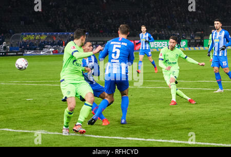 Berlin, Germant. 25th January 2019. Mark UTH, S04 Nr. 7   shoot goal for 1-2 HERTHA BSC BERLIN - FC SCHALKE 04  - DFL REGULATIONS PROHIBIT ANY USE OF PHOTOGRAPHS as IMAGE SEQUENCES and/or QUASI-VIDEO -  1.German Soccer League in Berlin, Germany, January 25, 2019  Season 2018/2019, matchday 19,  © Peter Schatz / Alamy Live News - Stock Photo