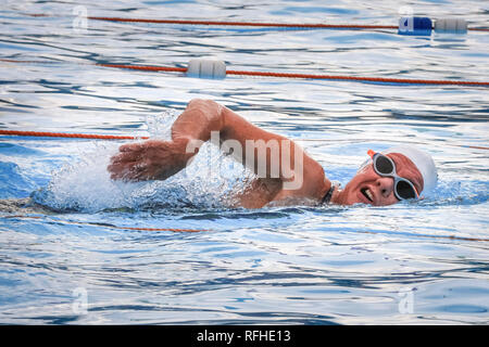 Tooting Bec, London, UK, 26th Jan 2019. A competitor in the water. The 8th UK Cold Water Swimming Championships get under way at Tooting Bec Lido in South London. Over 700 swimmers and dippers in various categories are cheered on by the crowds, including 30-yards traditional 'head-up' breaststroke, 30m ice fly, 90m freestyle dash and the 'Big Splash' Crisis charity jump-in with over 70 hardy dippers, in aid of the homeless charity.  degrees. Credit: Imageplotter News and Sports/Alamy Live News - Stock Photo