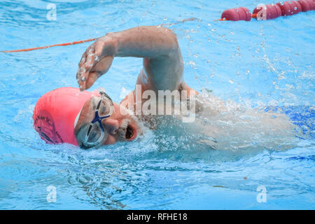 Tooting Bec, London, UK, 26th Jan 2019. A competitor during the race. The 8th UK Cold Water Swimming Championships get under way at Tooting Bec Lido in South London. Over 700 swimmers and dippers in various categories are cheered on by the crowds, including 30-yards traditional 'head-up' breaststroke, 30m ice fly, 90m freestyle dash and the 'Big Splash' Crisis charity jump-in with over 70 hardy dippers, in aid of the homeless charity.  degrees. Credit: Imageplotter News and Sports/Alamy Live News - Stock Photo