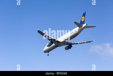GERMANY, FRANKFURT - SEPTEMBER 06, 2015: Airbus A321-131, DD-AIRS of Lufthansa approach and landing at Frankfurt Airport - Stock Photo