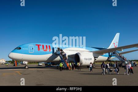 TUI Airways Boeing 787 Dreamliner at Saint Lucia Airport. - Stock Photo