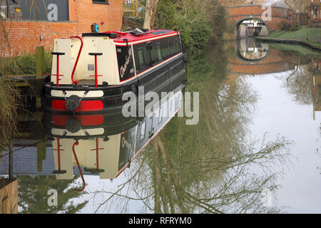 narrow boat moored on the oxford canal at cropredy in oxfordshire - Stock Photo