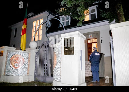 Berlin, Germany. 27th Jan, 2019. A police officer stands at the entrance of the Embassy of the Republic of Cameroon in Berlin-Westend. The Embassy of the Republic of Cameroon in Berlin-Westend was occupied on the night of Sunday. Credit: Christoph Soeder/dpa/Alamy Live News - Stock Photo