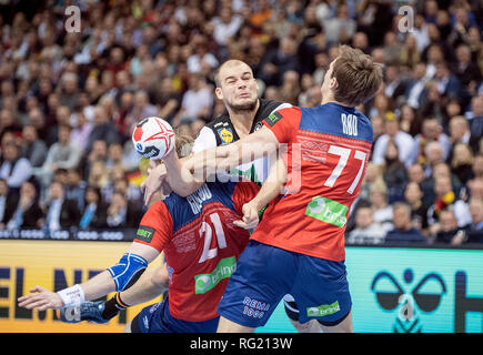 Paul DRUX (GER) in a duel versus Magnus ROD r. (NOR) and Magnus GULLERUD l. (NOR), Aktion, duels, semi-final Germany (GER) - Norway (NOR), on 25.01.2019 in Hamburg / Germany. Handball World Cup 2019, from 10.01. - 27.01.2019 in Germany / Denmark. | usage worldwide - Stock Photo
