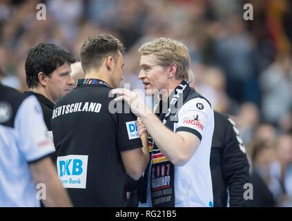 Hamburg, Deutschland. 25th Jan, 2019. Daniel GUENTHER (Gunther) r. (State Premier Schleswig-Holstein) troestet coach Christian PROKOP (GER) after the SPiel, semi-final Germany (GER) - Norway (NOR) 25-31, on 25.01.2019 in Hamburg/Germany. Handball World Cup 2019, from 10.01. - 27.01.2019 in Germany/Denmark. | usage worldwide Credit: dpa/Alamy Live News - Stock Photo