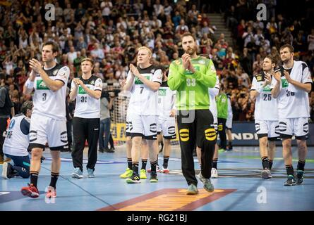 Hamburg, Deutschland. 25th Jan, 2019. German players thanked the fans after the game, left to right Uwe GENSHEIMER (GER), Franz SEMPER (GER), Patrick WIENCECK (GER), goalkeeper Andreas WOLFF (GER), Kai HAEFNER (Hafner, GER), Fabian BOEHM (Bohm, GER), Semifinals Germany (GER) - Norway (NOR) 25-31, on 25.01.2019 in Hamburg/Germany. Handball World Cup 2019, from 10.01. - 27.01.2019 in Germany/Denmark. | usage worldwide Credit: dpa/Alamy Live News - Stock Photo