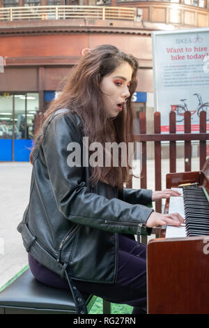 Glasgow, Scotland, UK. 27th January, 2019. Mya Brown a 16 year old musician plays the piano that stands on the concourse of Central Station and sings the song Creep by the rock band Radiohead. Credit: Skully/Alamy Live News - Stock Photo