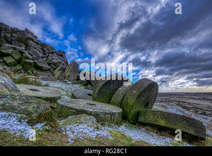 Stanage Edge, Peak District National Park, Derbyshire. 27th January 2019. UK Weather: Snow & Millstones at Stanage Edge, Peak District National Park, Derbyshire HDR Image Credit: Doug Blane/Alamy Live News - Stock Photo