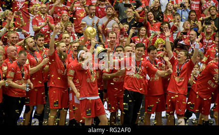 Herning, Denmark. 27th Jan, 2019. Handball: WM, final round, final, Denmark - Norway. Denmark's players cheer at the award ceremony while superstar Mikkel Hansen and goalkeeper Niklas Landin raise the World Cup trophy. Denmark becomes Handball World Champion for the first time in history. Credit: Axel Heimken/dpa/Alamy Live News - Stock Photo