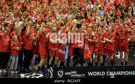 Herning, Denmark. 27th Jan, 2019. Handball: WM, final round, final, Denmark - Norway. Denmark's players cheer at the award ceremony while goalkeeper Niklas Landin (M) raises the World Cup trophy. Denmark becomes Handball World Champion for the first time in history. Credit: Axel Heimken/dpa/Alamy Live News - Stock Photo