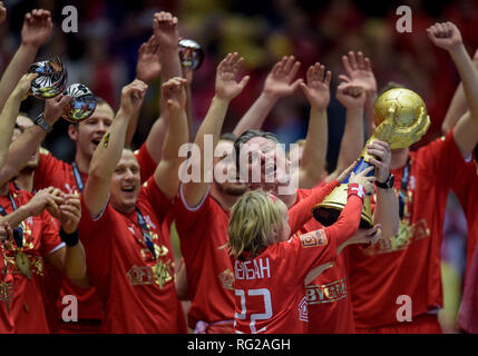 Herning, Denmark. 27th Jan, 2019. Handball: WM, final round, final, Denmark - Norway. Denmark's players cheer at the award ceremony while coach Nikolaj B. Jacobsen raises the World Cup trophy. Denmark becomes Handball World Champion for the first time in history. Credit: Axel Heimken/dpa/Alamy Live News - Stock Photo