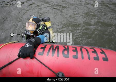 DEU, Federal Republic of Germany, Duisburg: Rescue diver of a fire brigade. - Stock Photo