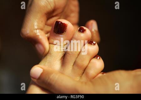 LKA, Sri Lanka : Siddhalepa Ayurveda Resort , Foot massage.