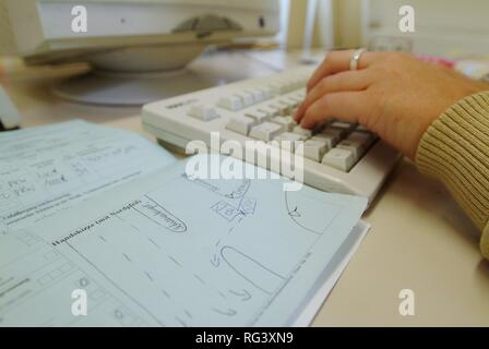 DEU, Germany, Essen: Accident sketch. Office work at the police station, paperwork, writing at the computer, making phone calls. - Stock Photo