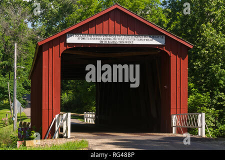 Red Covered Bridge.  The oldest covered bridge in Illinois built in 1863.  Princeton, Illinois, USA - Stock Photo