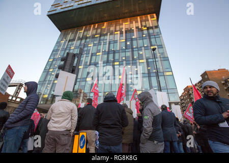 London, UK. 28th January 2019. Private hire drivers protest against congestion charge and discrimination towards drivers outside TFL offices in Southwark . Credit: George Cracknell Wright/Alamy Live News - Stock Photo