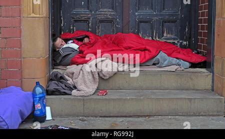 Rough Sleepers, Homeless People men women In Warrington Town Centre, Winmarleigh Street, Warrington, Cheshire, North West England, UK, WA1 1NB - Stock Photo
