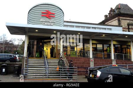 Warrington Central Railway Station, Winwick Street, Warrington, Cheshire, North west England, UK,  WA2 7TT - Stock Photo