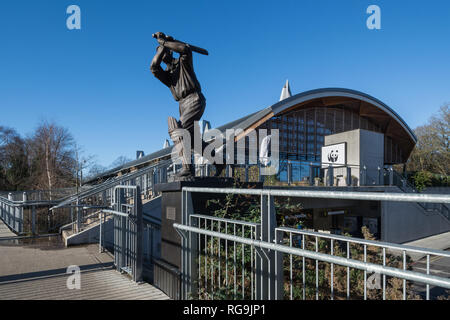 The Living Planet Centre, headquarters of the World Wildlife Fund (WWF) in Woking, Surrey, UK, with the statue of cricketer Eric Bedser - Stock Photo