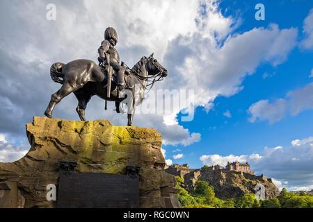 Great Britain, Scotland, Edinburgh, Castle Rock, Edinburgh Castle, Soldier monument The Royal Scot Greys - Stock Photo