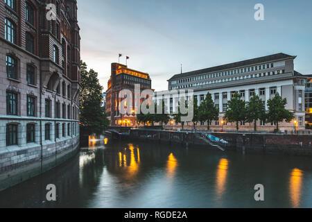 Germany, Hamburg, Hamburg-Altstadt, Nikolai Fleet, Stock Exchange and house of 'Patriotische Gesellschaft' - Stock Photo