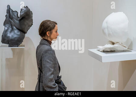 Mayfair, London, UK. 19th Jan 2019. Folds by Nicole Farhi - she unveils her new sculpture exhibition at Beaux Arts gallery in Mayfair. The life-size sculptures celebrate the beauty of the human figure and the shapes and curves formed by flesh on parts of the female body. One of the models for the series was Sue Tilley, who sat for Lucian Freud for his painting 'Benefits Supervisor Sleeping'. Credit: Guy Bell/Alamy Live News - Stock Photo
