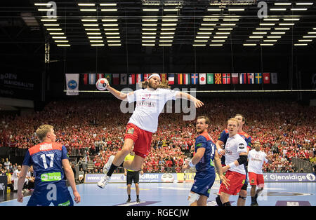 Mikkel HANSEN (DEN) in jump shot, action, with Magnus JONDAL l. (NOR) and Christian O'SULLIVAN r. (NOR) to see, Final, Norway (NOR) - Denmark (DEN) 22:31, 27.01.2019 in Herning/Denmark Handball World Cup 2019, from 10.01. - 27.01.2019 in Germany/Denmark.   usage worldwide - Stock Photo