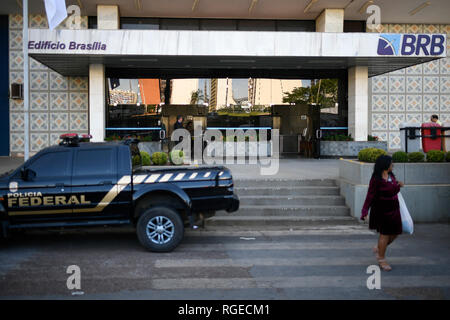 Brasilia, Brazil. 29th Jan, 2019. DF - Brasilia - 01/29/2019 - Operation PF BRB - The Federal Police holds this Tuesday, January 29, the search and seizure at the BRB headquarters, Banco de Brasilia, to investigate a suspected payment scheme for tuition fees of R $ 16, 5 million to BRB directors and former directors, Banco de Brasilia, in exchange for investments in projects such as the late Trump Hotel in Rio de Janeiro, now known as LSH Lifestyle. Photo: Mateus Bonomi/AGIF Credit: AGIF/Alamy Live News - Stock Photo