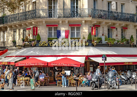 People dining outside on the pavement at Bistrot Le Champ de Mars on a summer's day in Paris ,France - Stock Photo
