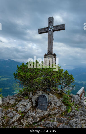 Germany, Bavaria, Berchtesgadener Land, Berchtesgaden Alps, Kneifelspitze, summit cross - Stock Photo