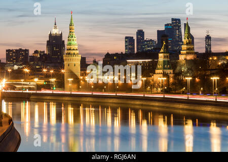 Russia, Moscow, Moskva river with the Kremlin and the financial district in background - Stock Photo