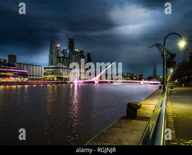 Argentinien, Buenos Aires, Puerto Madero, Dock Süd  mit Puente de la Mujer, Brücke der Frauen - Stock Photo