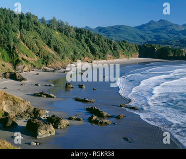 USA, Oregon, Ecola State Park, Incoming waves wash onto Crescent Beach, view south from Ecola Point. - Stock Photo