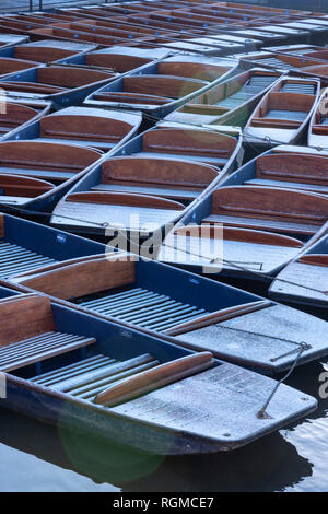 Cambridge, UK. 30th Jan, 2019. Punts dusted with snow, on River Cam, Cambridge, UK. 30th Jan, 2019. UK Weather Credit: Alan Copson City Pictures/Alamy Live News - Stock Photo